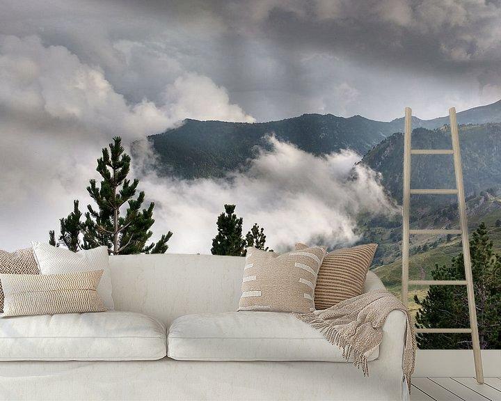 Sfeerimpressie behang: wegtrekkende mist in spanje van Wilbert Van Veldhuizen
