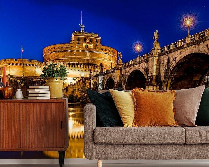 Sfeerimpressie behang: Engelenburcht in Rome bij avondlicht van Marco Schep