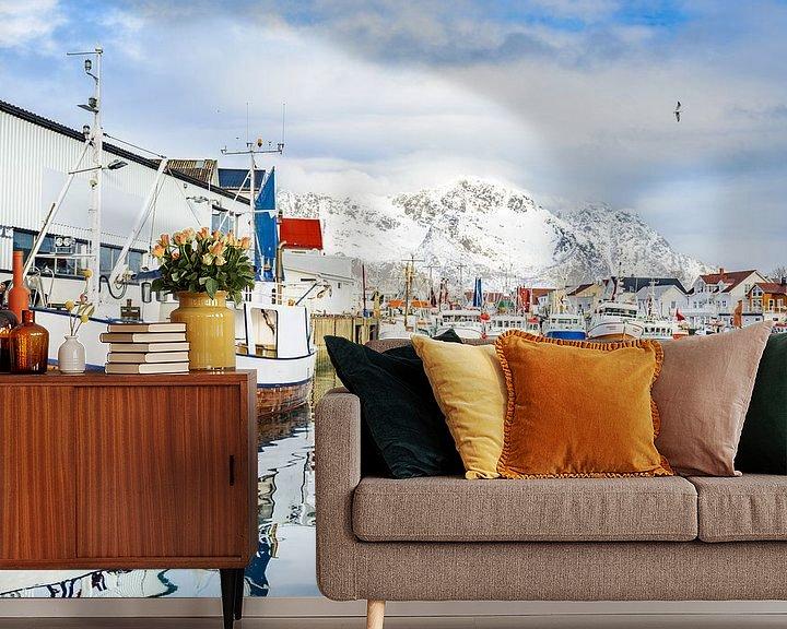 Sfeerimpressie behang: Vissersboten in de haven van Henningsvær Lofoten van Sjoerd van der Wal