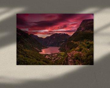 Geiranger Sunset 2 van Bart Berendsen