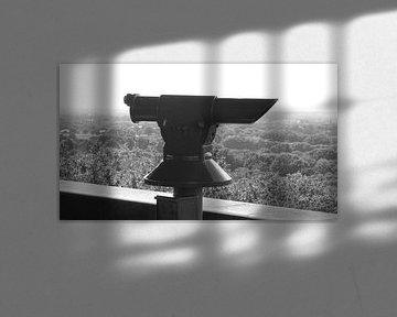 Een verrekijker bij de koepel  van Wilbert Van Veldhuizen