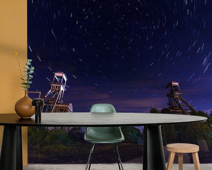 Sfeerimpressie behang: Mijntorens Steenkoolmijn van Eisden met star trails van byFeelingz
