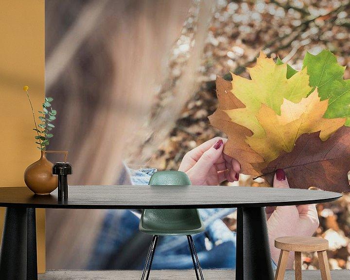 Sfeerimpressie behang: Herfstblaadjes van Perry Wiertz