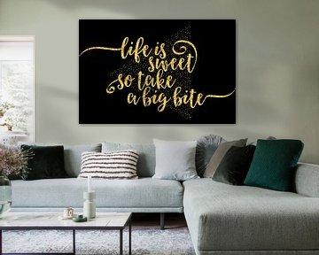 TEXT ART Life is sweet | gold von Melanie Viola
