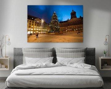 Kerstmis op de Dam in Amsterdam Nederland bij nacht von Nisangha Masselink