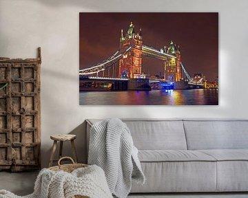 Tower brug in Londen UK bij nacht van Nisangha Masselink