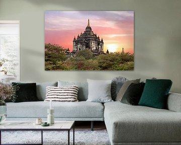 Shwe Sandaw Pagoda in Bagan in Myanmar bij zonsondergang von Nisangha Masselink