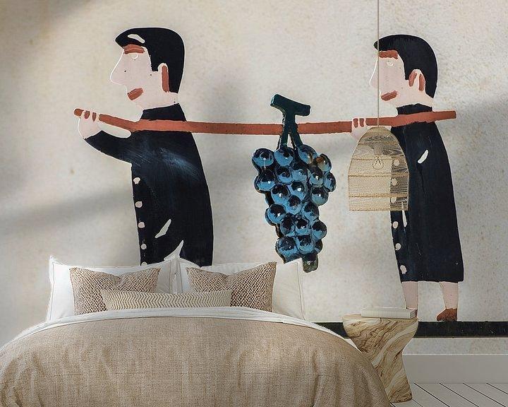 Beispiel fototapete: Zwei Männer tragen Weintraube von Daan Kloeg