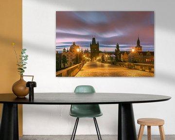 Lever de soleil à Prague avec le pont Charles sur Henk Meijer Photography