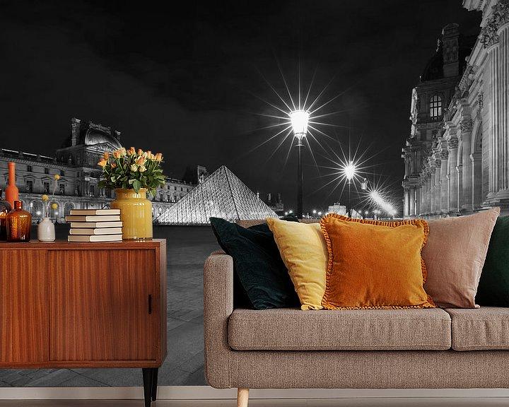 Sfeerimpressie behang: Het Louvre Museum in Parijs in de nacht van MS Fotografie | Marc van der Stelt