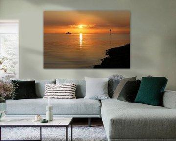 Zonsondergang op het wad, boot naar Ameland van Anja Brouwer Fotografie