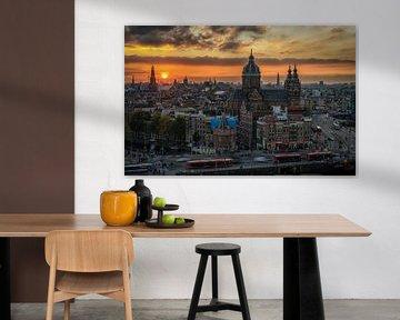 Amsterdam Skyline bij zonsondergang von Mario Calma