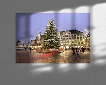 Kerstmis op de Dam in Amsterdam Nederland bij zonsondergang von Nisangha Masselink