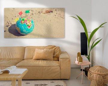 Wereldbol op het Strand van World Maps
