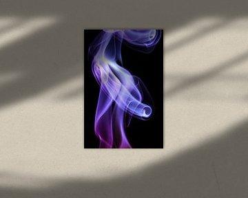 Beautiful Smoke on a black backdrop. von Robert Wiggers