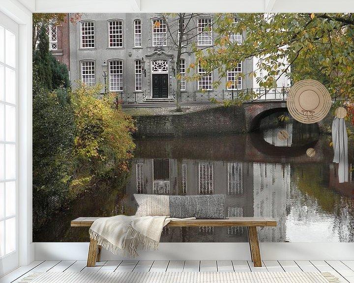 Sfeerimpressie behang: Het huis met de paarse ruitjes, Amersfoort van Maike Meuter