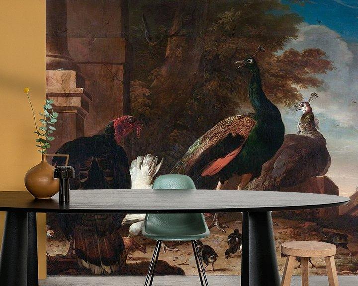 Sfeerimpressie behang: Een hen met pauwen en een kalkoen, Melchior d'Hondecoeter