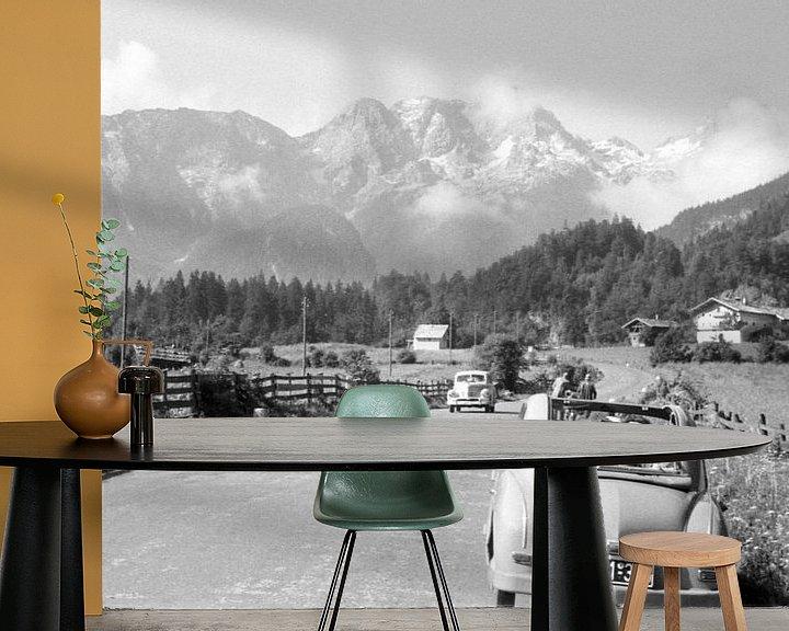 Sfeerimpressie behang: De Alpen jaren 50 van Timeview Vintage Images