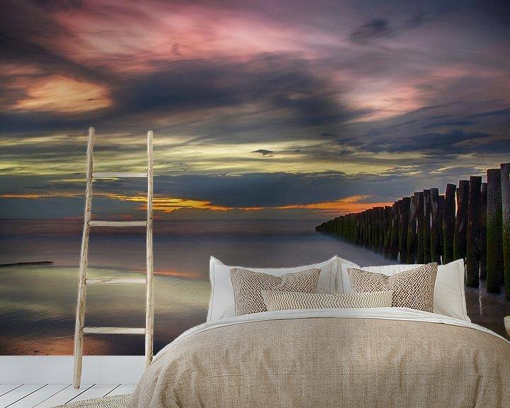 Sfeerimpressie behang: Zonsondergang Opaalkust Wissant Frankrijk II van Watze D. de Haan