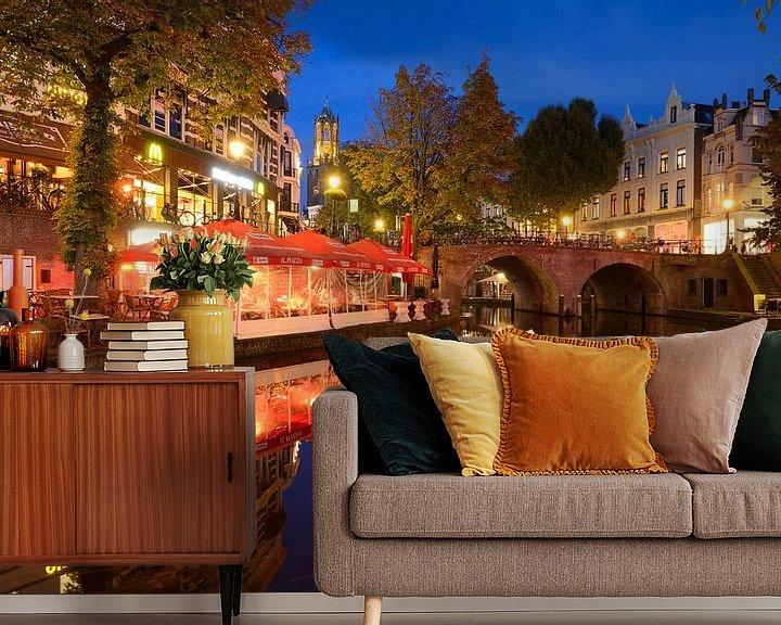 Sfeerimpressie behang: Oudegracht in Utrecht tussen Jansbrug en Bakkerbrug van Donker Utrecht