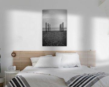 Wood poles in the sand, Schiermonnikoog II von Luis Boullosa