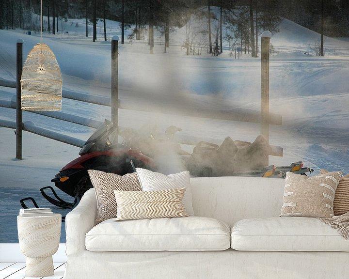 Sfeerimpressie behang: Snowscooter warming up van Barbara Koppe