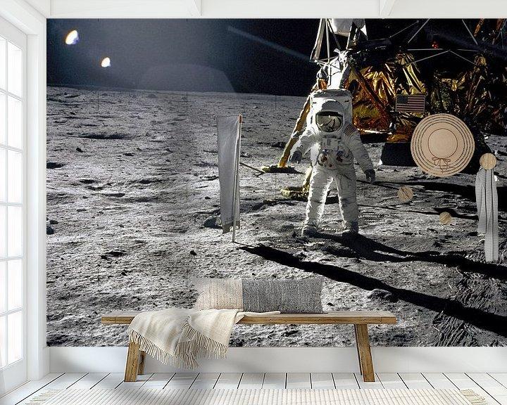 Sfeerimpressie behang: Aldrin naast het Solar Wind Experiment van Moondancer .