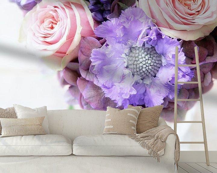 Sfeerimpressie behang: bossie blommen  van Marianne Bras