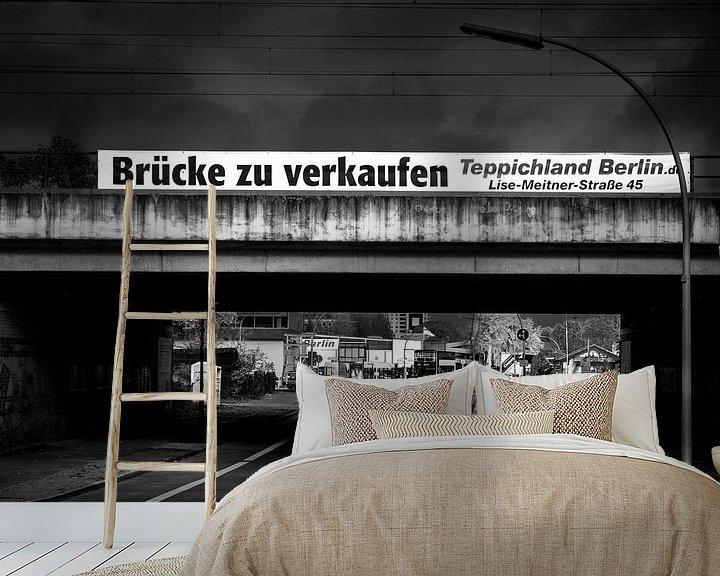 Sfeerimpressie behang: Schwarz Weiss - Brücke zu verkaufen van Holger Debek