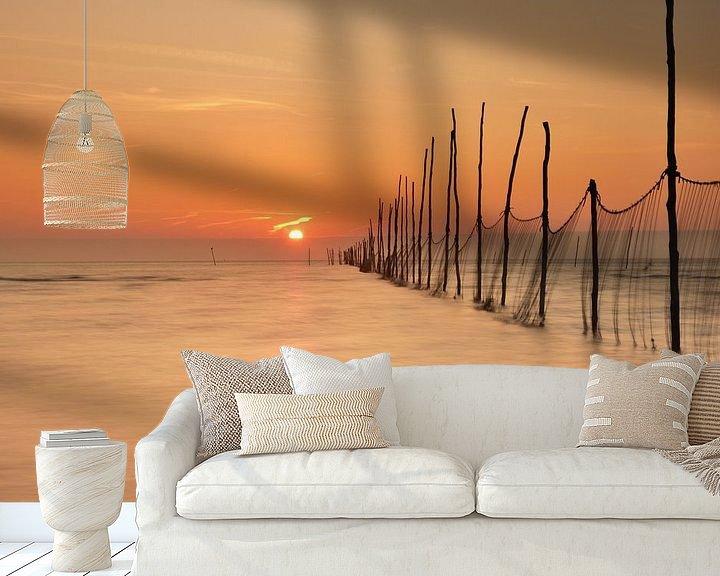 Sfeerimpressie behang: Visnetten bij zonsopkomst van John Leeninga