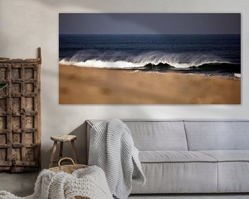 Golven op het strand van schylge foto
