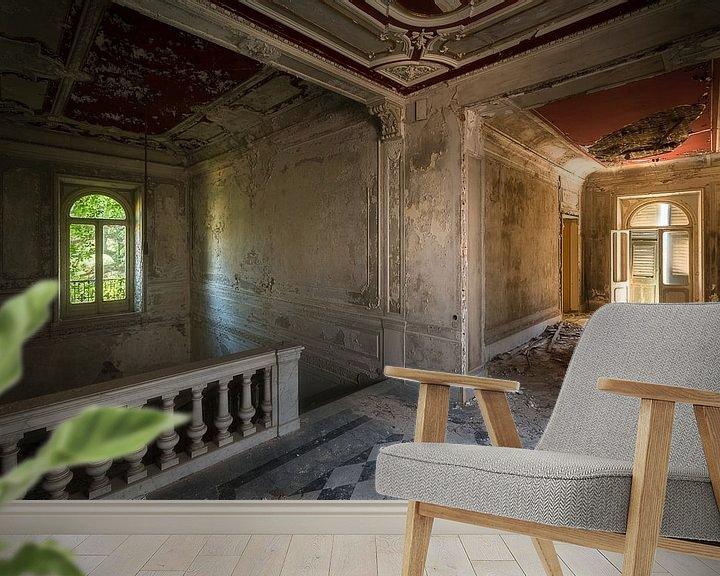 Sfeerimpressie behang: Verlaten Hal in Villa. van Roman Robroek