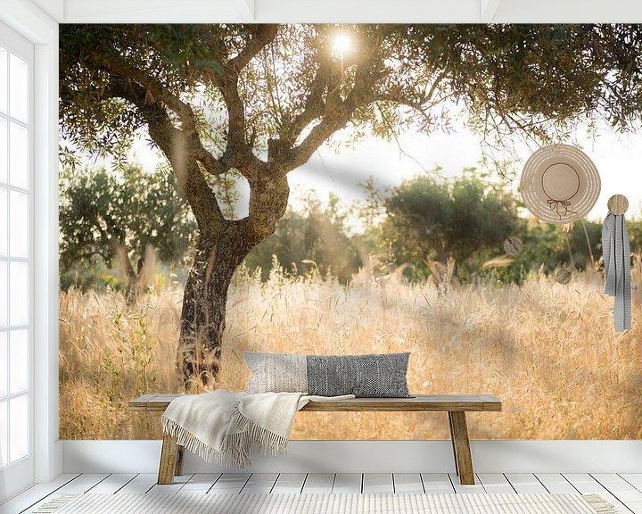 Sfeerimpressie behang: Zon door olijfboom van Ellis Peeters