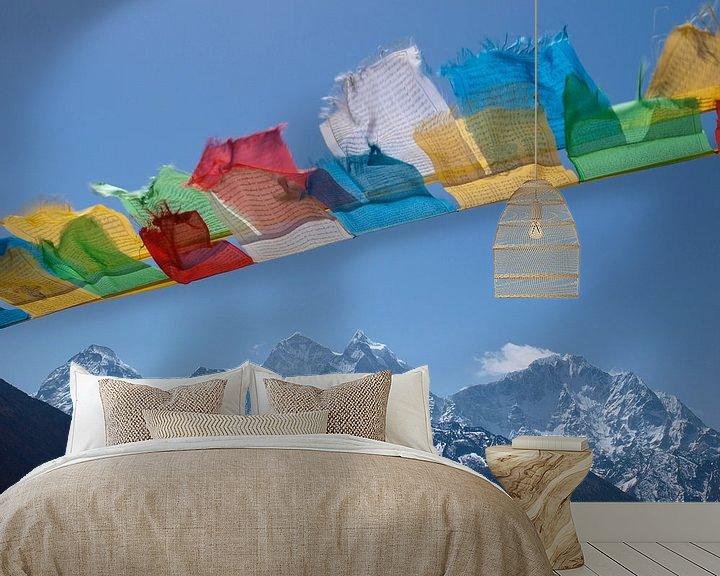Sfeerimpressie behang: Boeddhistische gebedsvlaggen in de Nepalese Himalaya van Menno Boermans