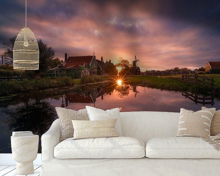 Sfeerimpressie behang: Zaanse Schans Reflecties met Zonsondergang van Albert Dros