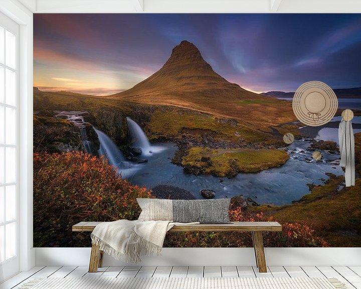 Sfeerimpressie behang: Kirkjufell IJsland In de Herfst Zonsondergang van Albert Dros