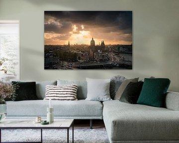 Mooie Zonsondergang Boven Skyline Amsterdam van Albert Dros