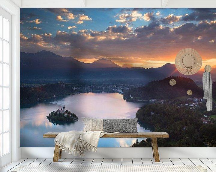 Sfeerimpressie behang: Prachtige zonsopkomst boven het meer van Bled in Slovenië van Menno Boermans