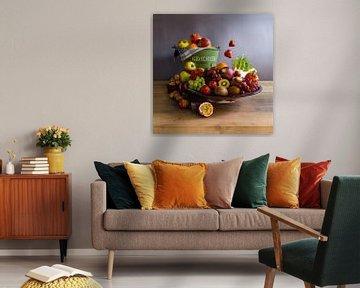 foto stilleven - moderne hoorn des overvloeds - foto stilleven met schaal vol groente - vierkant van Bianca Neeleman