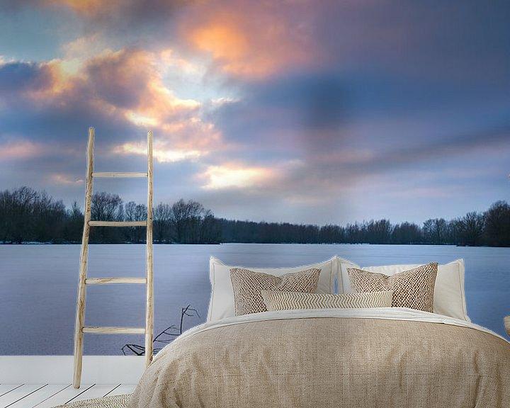 Sfeerimpressie behang: Zonsondergang bij natuurgebied Meinserswijk in de winter. van Rob Christiaans