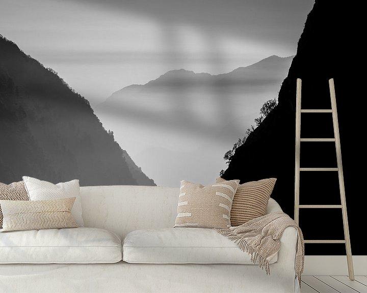 Sfeerimpressie behang: Bergen in Nepal - zwart wit van Ellis Peeters