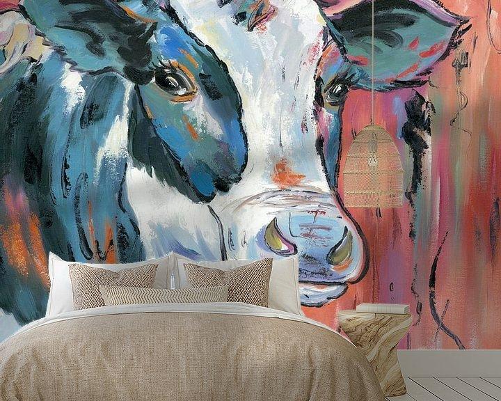 Sfeerimpressie behang: In the Moood - Koeien Schilderij Kalme Koe - Koeien Kunst Koeienkunst van Kunst Company