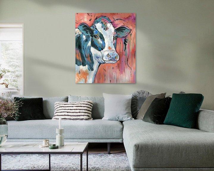 Sfeerimpressie: In the Moood - Koeien Schilderij Kalme Koe - Koeien Kunst Koeienkunst van Kunst Company