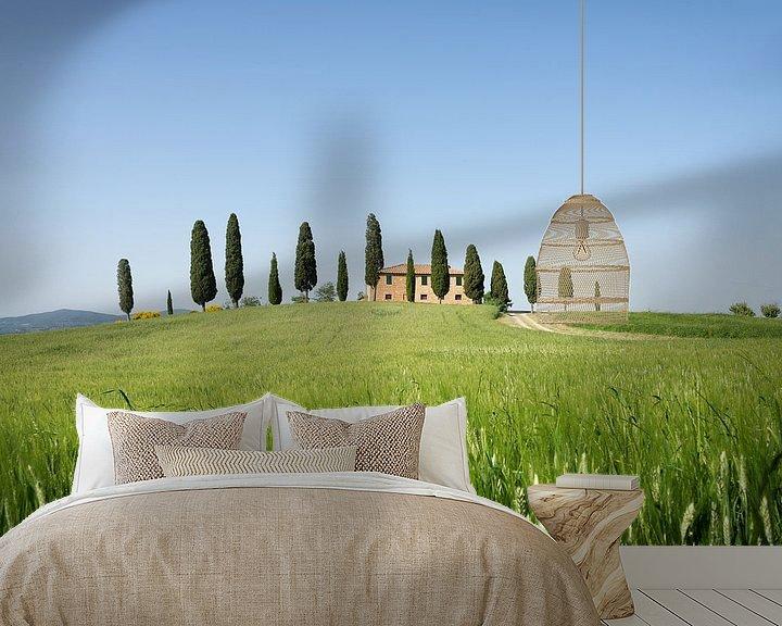 Sfeerimpressie behang: Landhuis met cipressen en graanveld in Toscane van iPics Photography