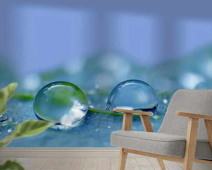 Sfeerimpressie behang: Blauw Dauw van Caroline Lichthart