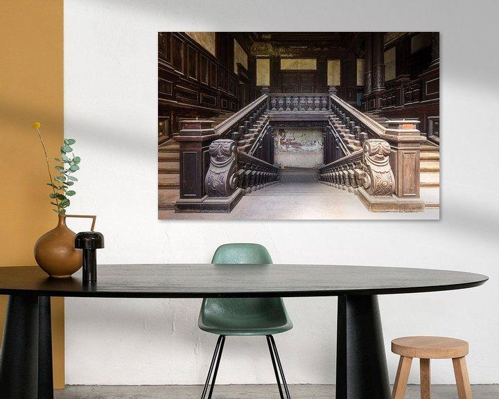 Sfeerimpressie: Trap in Verlaten Paleis. van Roman Robroek