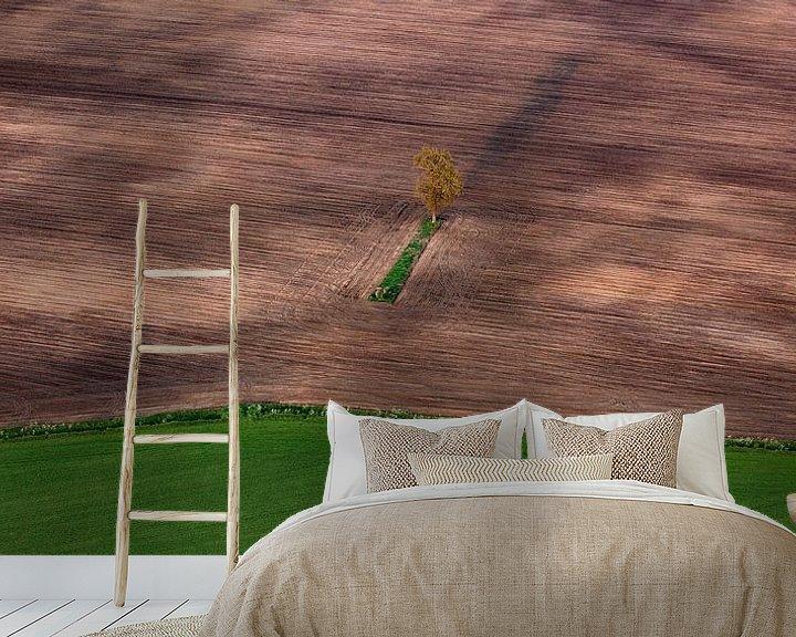Sfeerimpressie behang: Eenzame boom van Ludo Verhoeven
