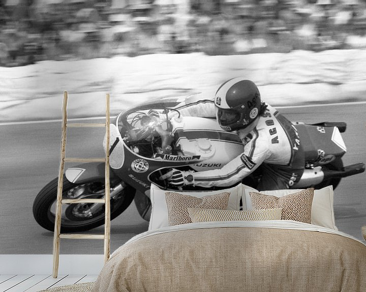 Sfeerimpressie behang: Giacomo Agostini 1976 TT Assen van Harry Hadders