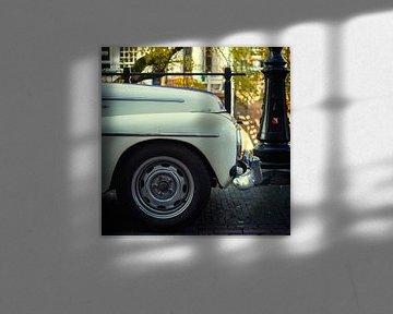 Oude Volvo op de Oudegracht in Utrecht