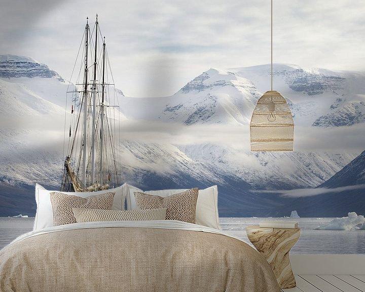 Sfeerimpressie behang: Arctic explorers van Rudy De Maeyer
